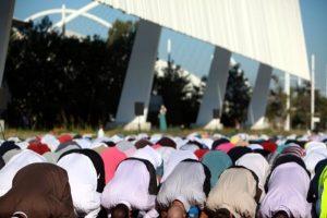 H προσευχή των μουσουλμάνων για το Ραμαζάνι σε ΟΑΚΑ και ΣΕΦ! – Ειδήσεις