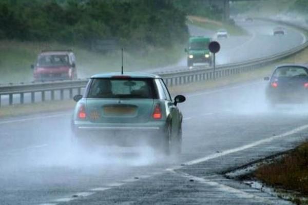 Τι να προσέχετε όταν οδηγείτε στη βροχή! - Cars